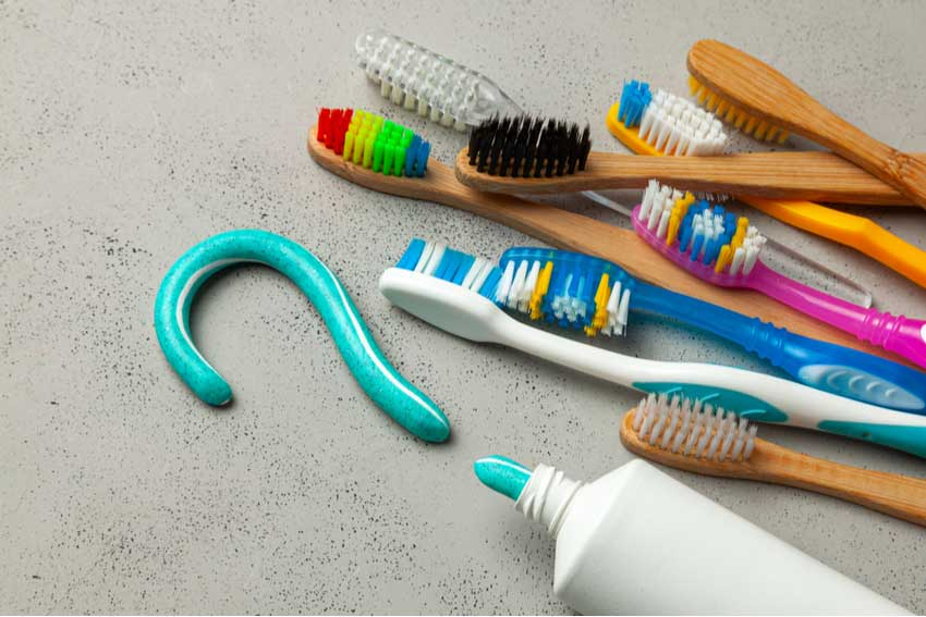 How-to-choose-the-right-toothbrush-for-your-kind-of-teeth-&-gums
