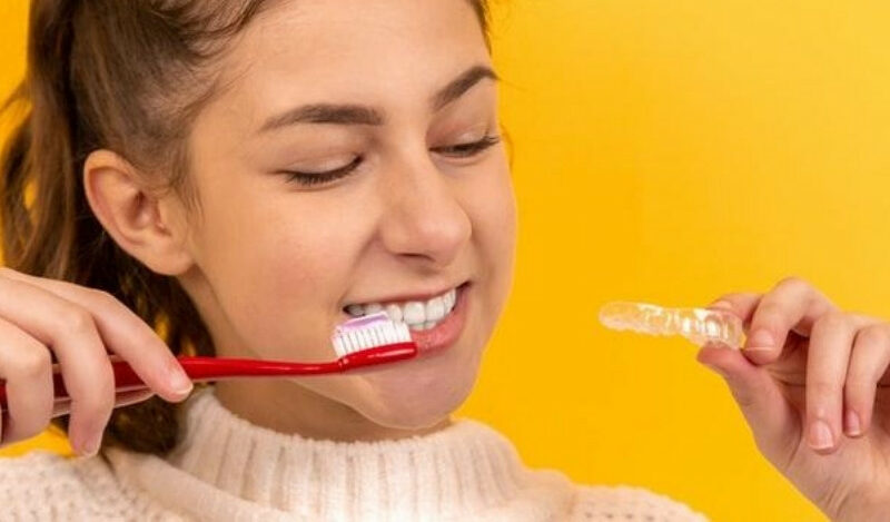 Best Flossing Technique for Invisible Aligners2
